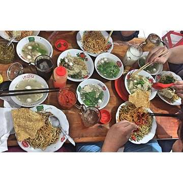 Saturday is our big family day. Today we started the day with a big nomnom brunch at Jakarta 🇮🇩🇮🇩 #brunch #brunchporn #food #foodporn #foodie #foodstagram #noodles #noodle #bakmi #bakmie #bakmijambi #bakmiejambi #jakarta #bakmijakarta #bakmiahiung #porknoodle #instafood #instagram #instagood #instadaily