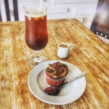 Lemon cup cake with coffee americano.  #fadliilyas1 #galleryfadli #diaryfadli #travelwithfadli #bali #instafood #instafoodie #foodphotography #foodie #foodporn #foodlover #likeforlike #likefortag #likeforme #likeforfollow #followforlike #followfortag #followforme #followforfollow #fff #lfl #lff #instatoday #instadaily #instapic #instapict #instapicture