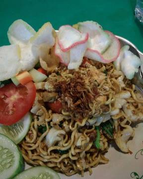 Mie goreng bombom, super tasty... #miegoreng #noodles #fried #kebuli #tasty #streetfood