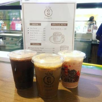 Good friends. Good drinks. Good times. Good memories. Kopi Tarik for @marthaberuang, Milo Tarik for me, and Teh Tarik for @claudiaindraputri by @tehtarikuncleg. . . #drinks #coffee #tea #milo #kopitarik #tehtarik #milotarik #beverage #friends #times #memories #weekend #hangout #lippopuri #jakarta #indonesia #iphone5s