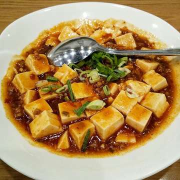 Time is an illusion. Lunchtime doubly so.  Douglas Adams . . 💗Shanghainese Smoked Fish,  Sauteed Spinach with Yuba and Mapo Tofu . . #lunchtime #chinesefood