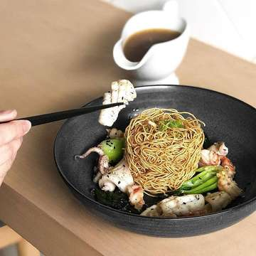 Calling all Seafood lovers!!! Try our Crispy E-Fu Mee served with the ever Savory Oyster sauce . . Credit @jinbao.id