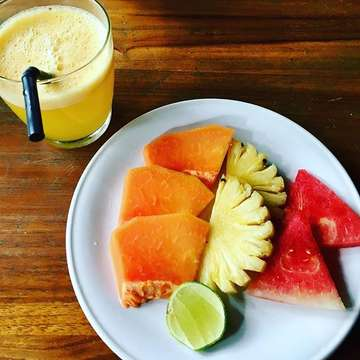 Happy Colored Morning! ???#morning #goodmorning #breakfast #juice #fruits #freshfruits #food #healthyfood #healthymeal #ubud #bali #indonesia #foodporn #foodaddict