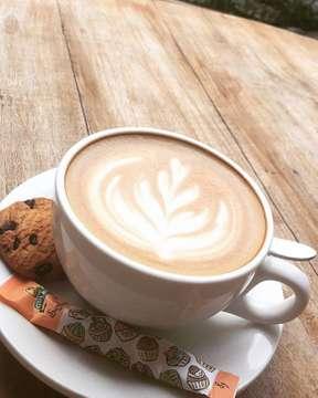 Who wants coffee ? ☕️ . . . @tuckshop_apm  #coffeetime #coffeelife #latteart #instacoffee #coffeeart