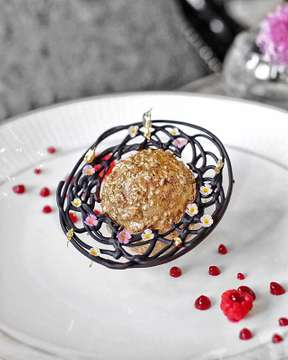 "See how this Saturn ""GOLDEN NUGGET"" from @altorestaurantjkt by @fsjakarta lying beautifully on the plate. It looks like it has its own galaxy with ""RASPBERRY"" as a moon. Actually it is a Chocolate Manjari Sponge inside with Light Caramel Chantily,  Edible Gold Powder, and covered with 24K Gold Leaf. Additional some edible flowers on its chocolate ring. Beyond my expectation, perfectly tasty 👌🏻 . #HungryFever #AltoExperience #FSJakarta . #spoonfeed #eatingfortheinsta #devourpower #foodnetwork #foodiechats #foodieofinstagram #FourSeasons #foodcoma #foodbeast #foodgawker #huffposttaste #foodandwine #fooooood #foodforthought #eat #fooooodie #forkfeed #foodporn #eatingdisorderrecovery #featuremeofh #featuremebest #dailyfoodfeed #tryitordiet #seriouseats #eatersannonymous #menwithcuisines #ilovefood"