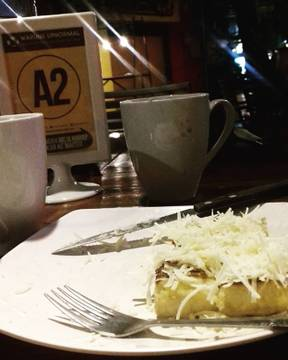 ☕🍞Simple meal with special one always feels good.. thanks for the good time 😘 . . . . . . . . . . #goodtimes #goodfriends #precioustime #goodfood #positivevibes #kuliner #kulinerbandung #bandung #cihampelaswalk #ciwalk #upnormal #warunkupnormal #upnormalciwalk #rotibakar #milo #hotmilo #latepost