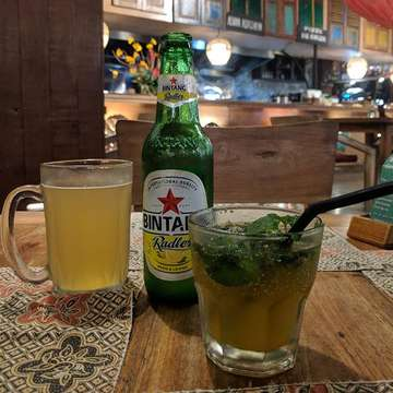 Good way to end the night. Radler and mojitos.