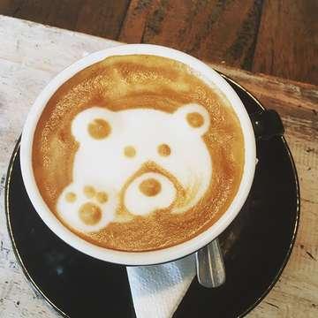 Naučme se radovat z drobností. Buďme vděčni za málo. Jen tak jsme hodni dostat víc 🌸🙏🏼🌸. Krásnou neděli 😉❤️ #coffee #bear #capucino #goodmorning #bali #geckocoffeeshopsanur @geckocoffeeshop_sanur #lovethisplace #vdek #sebevedomazena #radost #malickosti #vedomi #nadeje #laska #prijmi #nedele #krasnyden #haveaniceday #thankyou