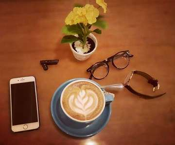 Slow day + good coffee = Sunday happiness ☕☕ • • • • #MedanCoffeeGram #flatlay #coffeefeature#drajacoffee #appleandcoffee #danielwellington #dwpickoftheday #latteartmagazine #latteartlicious #coffeemocha #masfotokopi #mbakfotokopi #anakkopi #hobikopi #badguyscoffee #goodguyscoffee #indocoffeegram #baristadaily #proudofindonesiacoffee #proudofyourlocalcoffeeshop #manmakecoffee #peoplebrewcoffee #happyboringlife #coffeesesh #coffeeexample #coffeeisfromthelord #coffeeporn #coffeegasm #coffeephotography #coffeeaddict