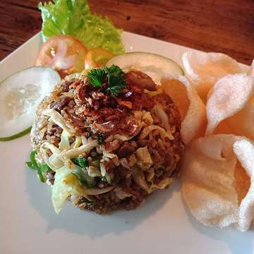 """Ready """"Fried Rice Beef Rendang""""  only 24K with Lemon Tea 32K Let's Try @espresscoffee 😊❤"""