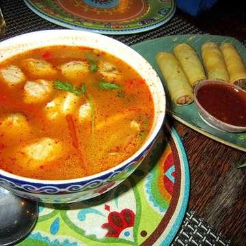 Enjoy time?✨ Yumyum Thai food with happy girls? ? @lemongrass_bali ,Kuta #bali #dinner #restaurant #thai #food #yummy #tasty #friends #girls #enjoy #fun #delicious #spicy #japanese #nightout #drunk #cheers #bintangbeer #instafood #happiness #バリ島 #女子会 #タイ料理 #パクチーらぶ♡ #乾杯 #ビンタンビール #美味しい #南国暮らし #あやのちゃん久々?? ∞ 昔、シェアハウスで一緒に住んでた友達と、久々の再会??? 相変わらずで嬉しかったな?