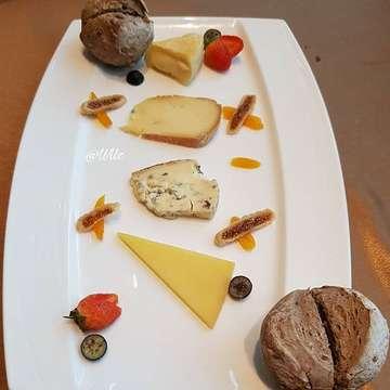 Lunch @amuz_gourmet with @pergikuliner @annesiamercellina  Amuz French Restaurant Energy Building SCBD  Swipe for more picture >>>>> In frame:  1. Wagyu 9+ Tenderloin  2. Escargot Ala Bourguignonne  3. Blackforest  4. Rib eye steak  5. Cheese plater  6. Rib eye steak  7. French Bread  8. Smoked Salmon Salad  9. Orange Creeme Brulle 10. Black Angus Steak  #amuzrestaurant #frenchrestaurant #frenchbread #finedining #wagyusteak #wagyu9plus #steak #blackangussteak #blackforestcake #ribeyesteak #escargot #escargot🐌 #jktfood #jktfoodbang #jktfoodies #foodgasm #foodpics #foodphotography #foodporn #pergikuliner #f52grams #foodie #jktfooddestination#wilzkulliner