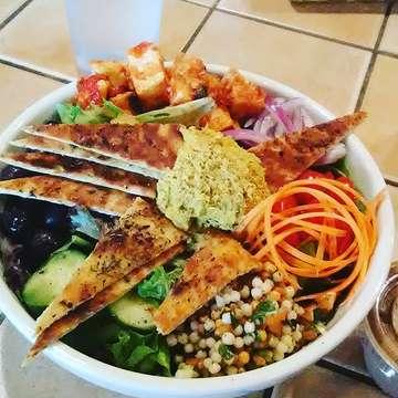 LUNCH IS SERVED #kayakkafe #vegetariansalad #instagay #yummygoodness